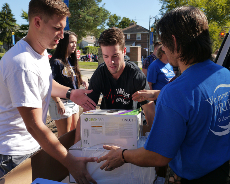 Students and staff help Class of 2020 move into residence halls