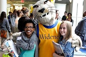 Students with Mascot at Accepted Students Day