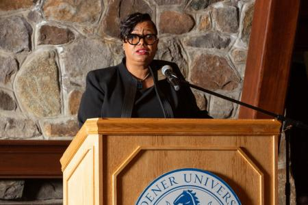 Trustee Tonie Leatherberry at School of Business Administration Banquet