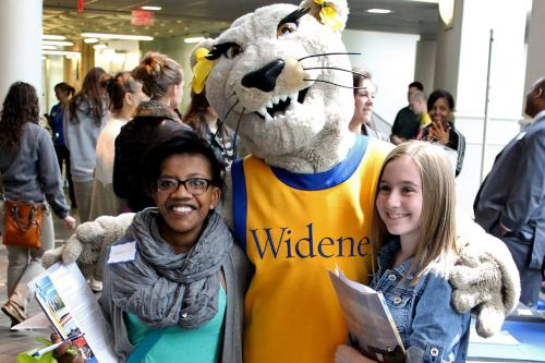 students pose with widener mascot