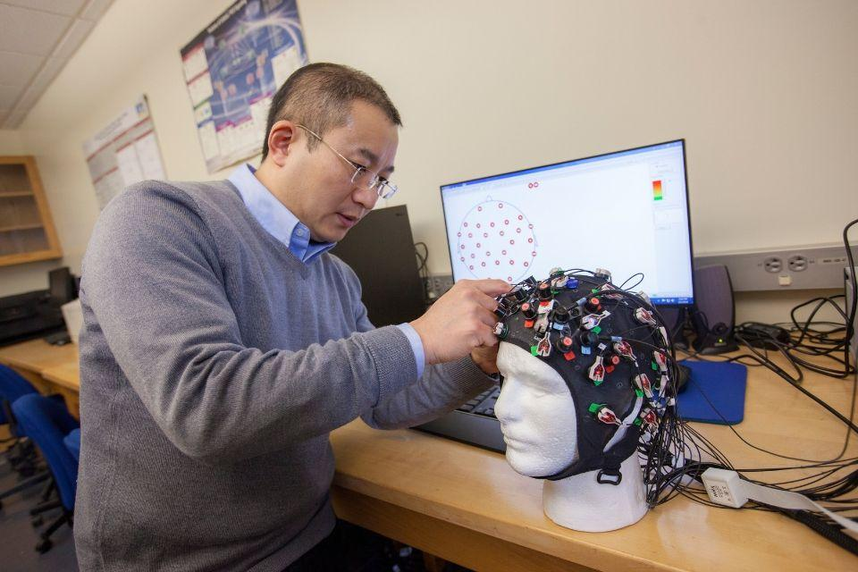 Prof Song in the electrical engineering lab working on neuroscience research